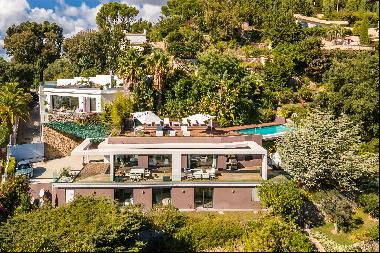 Beautiful villa, located in one of the few private estates of the Californie, on the resid