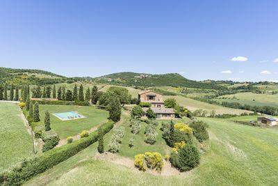 Ref. 3105-1 Beautiful farmhouse overlooking Montepulciano and Montefollonico