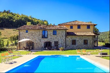 Marvelous estate with views over the Casentino valley