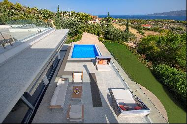 Welcome to this beautiful and esthetically designed villa located near Corinth (suburb of