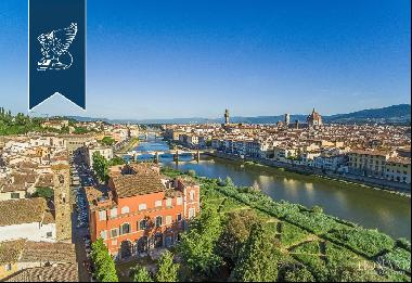 Luxury penthouse with terrace for sale in Palazzo Serristori