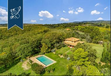 Villa with pool for sale near Magliano in Toscana