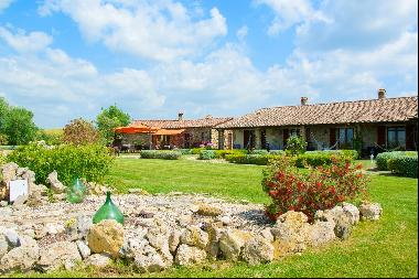 A property in the tuscan countryside for those who want to change their life