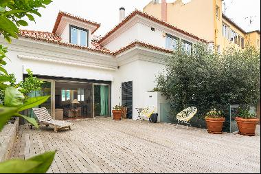Nine bedroom house with terrace in Santo António, in the heart of Lisbon. The property is