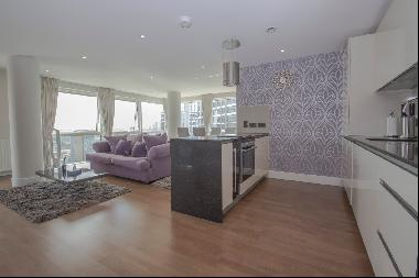 Stylish 2 bedroom apartment set on the 17th floor to rent in Crawford Building, Aldgate E1