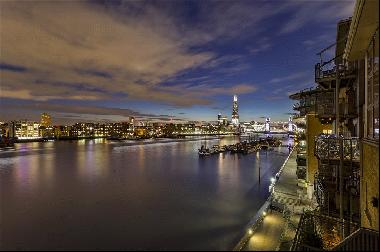 3 bedroom penthouse with views to Tower Bridge for sale in Wapping E1W