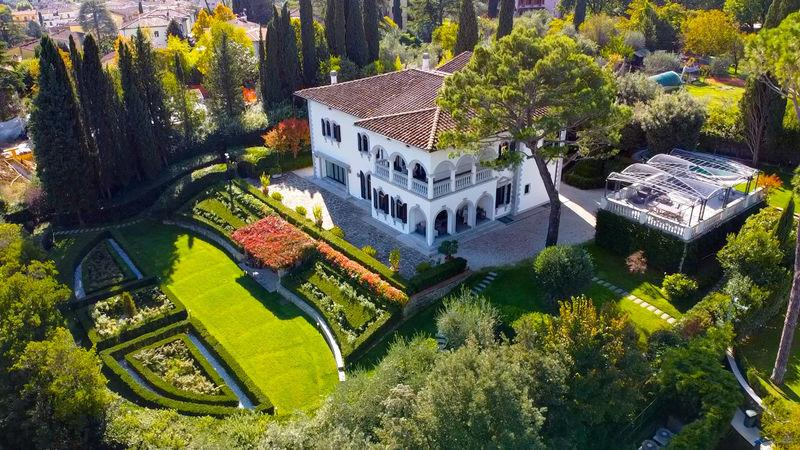 Ref. 3241 Luxury villa with pool and garden in Florence