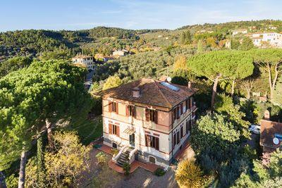 Ref. 3386 Precious historic villa with park in Settignano