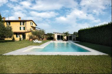 Beautiful farmhouse near Forte dei Marmi