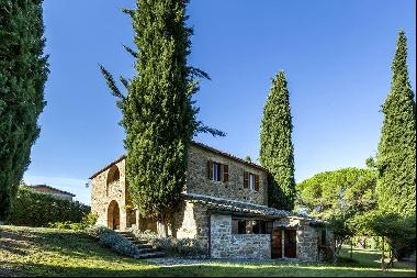 Ref. 3967 Farmhouse with pool close to Montalcino town centre, Tuscany