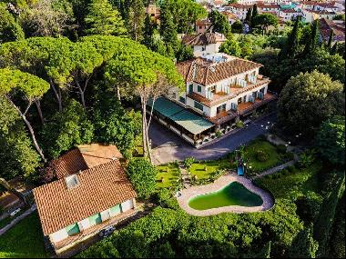 Ref. 4380-1 Spectacular villa with pool and tennis court in Florence