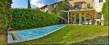 Ref. 3829 Marvelous apartment with garden in pool in the center of Florence