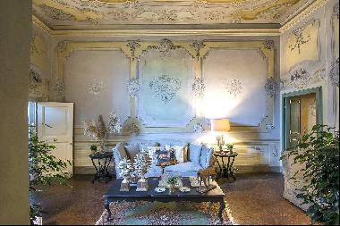 Large Luxury apartment in the heart of Lucca historic centre