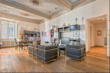 Unique luxury apartment with terrace in the medieval town of Lucca