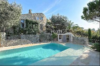 In the heart of Mougins village - Unique Property