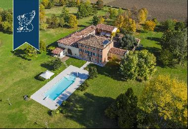 Elegant historical complex for sale at a stone's throw from Verona