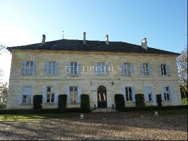 Chateau with Show-Garden near Perigueux