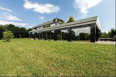 Spectacular property in extensive grounds