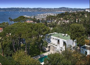 Architect designed villa for sale on Cap d'Antibes within a short distance from the beache