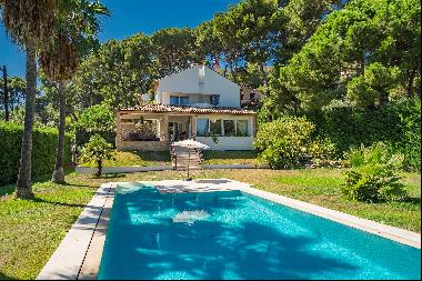 Beautifully renovated villa for sale on the east side of Cap d'Antibes with sea views