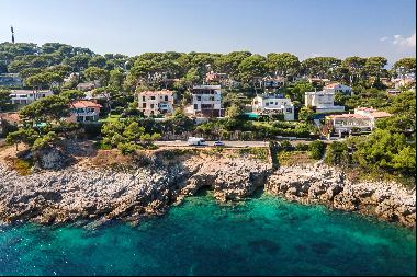 Contemporary frontline villa for sale on Cap d'Antibes with beautiful Mediterranean views