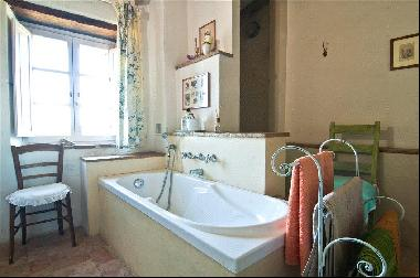 A charming farmhouse set high in the hill above the Val di Chiana, Tuscany.