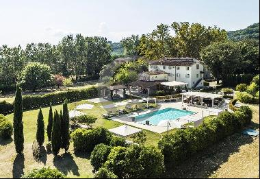 Ref. 4719 Elegant villa with park and swimming pool on the hills near Florence
