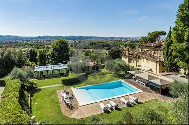 Ref. 6452 Prestigious villa with garden and pool in Florence