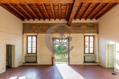 Ref. 3589 Gorgeous apartment with garden in center of Florence