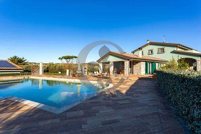 Ref. 4764 Marvelous villa with swimming pool and olives - San Vincenzo