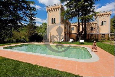 Ref. 4029 Historical villa with garden and pool near Florence