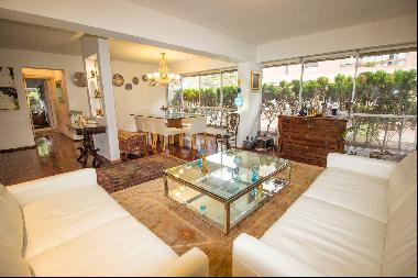 Cozy Remodeled Apartment in the Heart of Roosevelt San Isidro Park