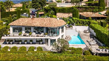 Beautiful contemporary villa for sale in Mougins with views to the Mediterranean