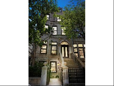 Located in the landmark of Sugar Hills Hamilton Heights historic district, offered is a se