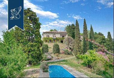 Charming estate with pool and a 3.8-hectare park
