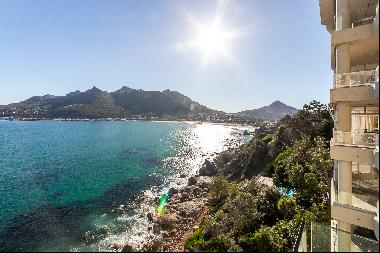 Situated on the waters edge on the famous Chapmans Peak Drive