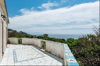 Charming villa with direct access to the sea