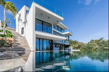 New build 4 bedroom villa in Sesimbra with sea views