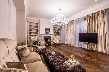 Spacious, luxuriously furnished apartment in a traditional building in the 9th district of