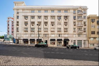 Excellent opportunity for an 11-bedroom apartment location next to El Corte Inglés requiri