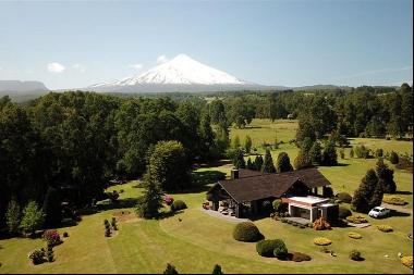 House overlooking Lake Villarrica and volcano with Golf Course