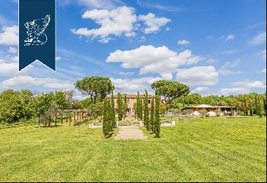 Charming 19th-century estate surrounded by the breathtaking views of the Tuscan countrysid
