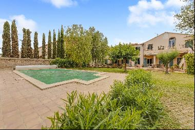 Mas with garden, wine cellar and swimming pool