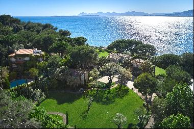 Luxurious private estate for sale located by the sea on Cap d'Antibes