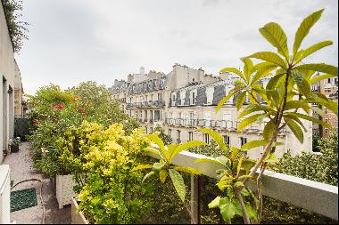 Paris 16th District ? A bright 2-bed apartment with balconies