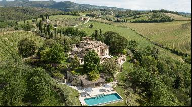 An immaculately restored villa in fantastic Chianti countryside.