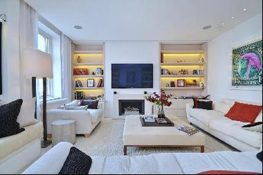 A beautiful four bedroom house with a garage,  moment away from Mount Street in Mayfair