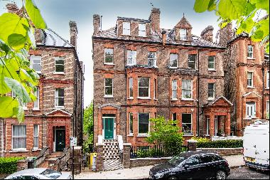 A two double bedroom apartment located on the top floor of a period property, located on N