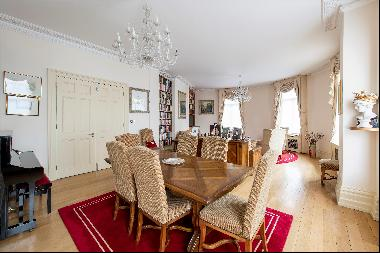 Large 3 bedroom flat for sale in Covent Garden WC2