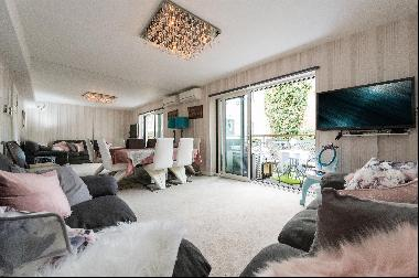 A well-appointed Two bedroom apartment For Sale in Holland Park, W14